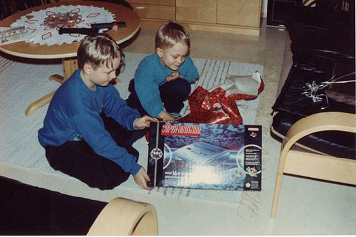 90s kids opening video games (3)
