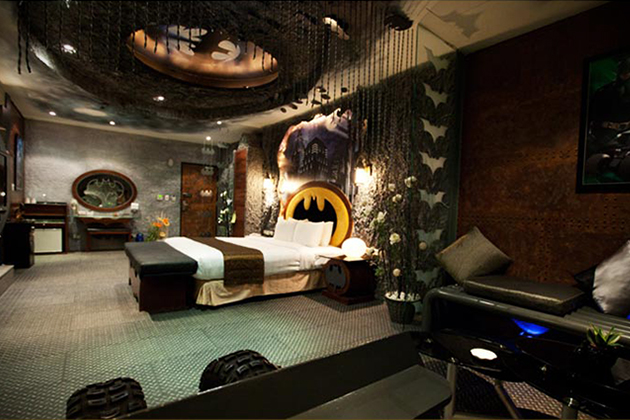 Batman-Hotel-Room-At-Eden-Motel-In-Taiwan-2