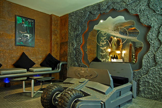 Batman-Hotel-Room-At-Eden-Motel-In-Taiwan-3