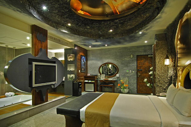 Batman-Hotel-Room-At-Eden-Motel-In-Taiwan-5