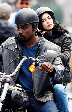 Jessica Jones - Mike Colter and Krysten Ritter on Set 2