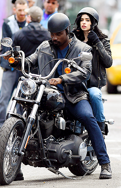 Jessica Jones - Mike Colter and Krysten Ritter on Set