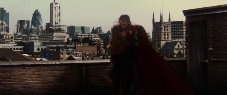 Thor kissing jane