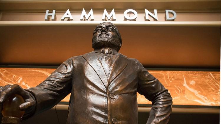 hammond-statue
