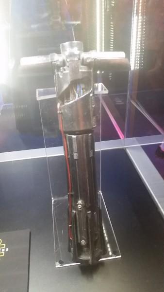 kylo-ren-saber-prop-2-e1429493325832