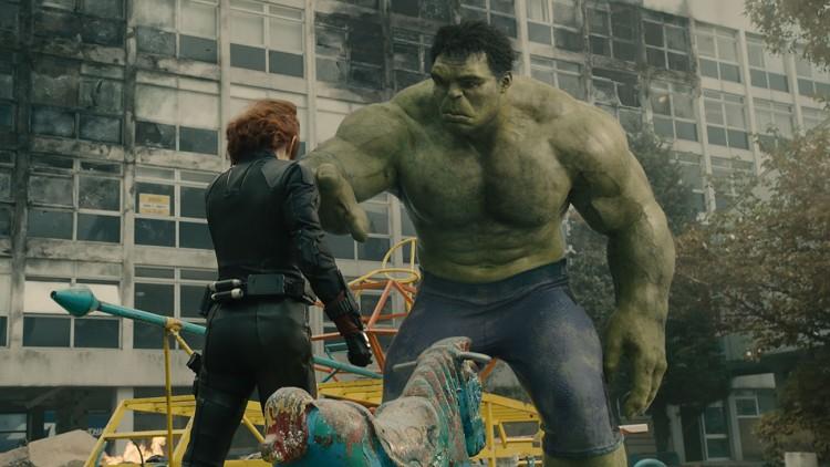 Marvel's Avengers: Age Of Ultron..L to R: Black Widow (Scarlett Johansson) and Hulk (Mark Ruffalo)..Ph: Film Frame..?Marvel 2015