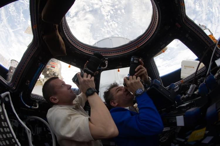ISS-27_Dmitri_Kondratyev_and_Paolo_Nespoli_photograph_the_Earth_through_the_Cupola
