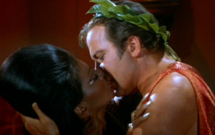 Uhura_and_Kirk_kiss