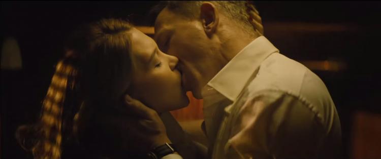 bond swann kiss