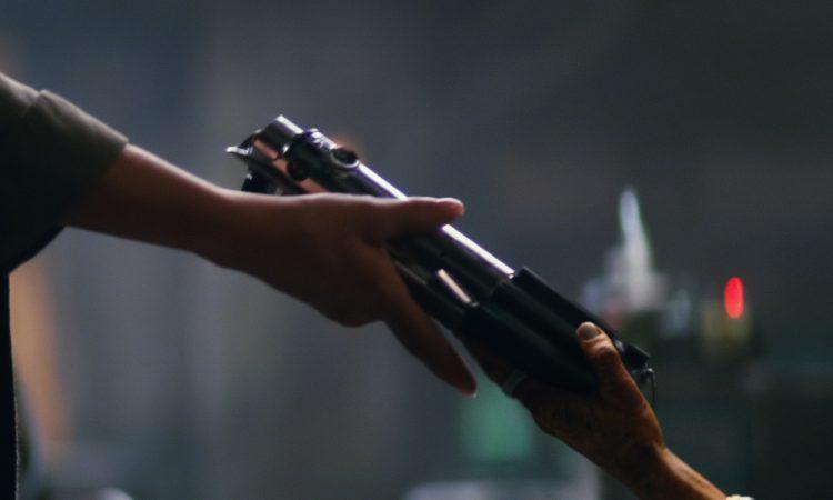Luke_original_lightsaber_returns